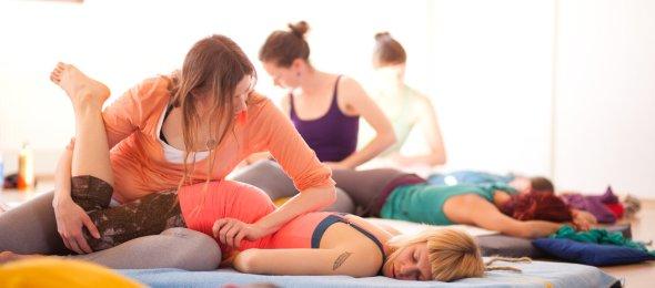 thai yoga massage by Wari Om Yoga Photography